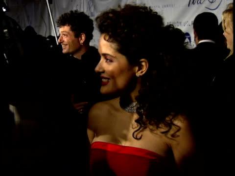 stockvideo's en b-roll-footage met salma hayek talks to a reporter on the red carpet - salma hayek
