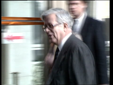 stockvideo's en b-roll-footage met eec withdraws diplomats from iran **** rushes kept a belgium brussels berlaymont ec ms sir geoffrey howe out of car and along pan rl as chats... - politics