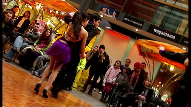 salsa dancers performing - サルサダンス点の映像素材/bロール
