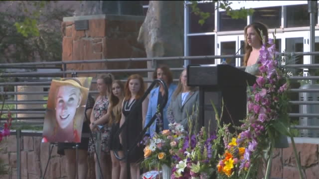 kstu salt lake city ut us friends and family honor mackenzie lueck at prayer vigil on monday july 1 2019 - monumento commemorativo temporaneo video stock e b–roll