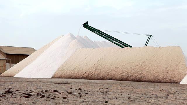 vídeos y material grabado en eventos de stock de sal de la minería cabo de gata - minería