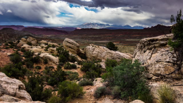 salt valley overlook, arches national park - time lapse - moab utah stock-videos und b-roll-filmmaterial