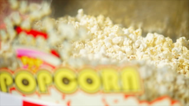 vídeos de stock e filmes b-roll de salted popcorn in popcorn machine. - machine