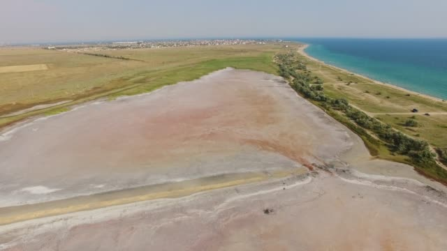海や塩湖の間空中: 塩辛い土地 - 逆水点の映像素材/bロール