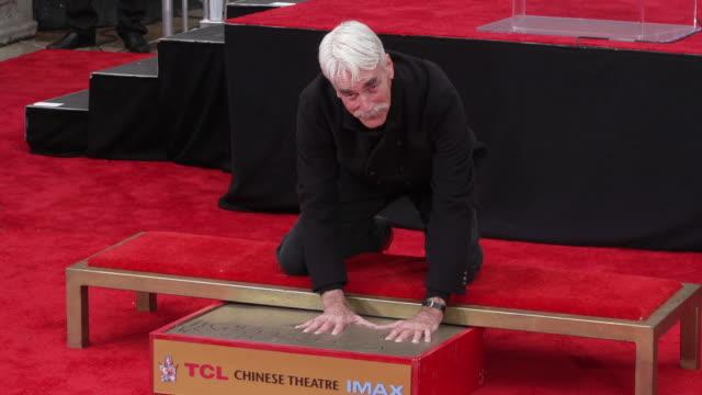 vídeos y material grabado en eventos de stock de sam elliott at the sam elliott hand & footprint ceremony at tcl chinese theatre on january 07, 2019 in hollywood, california. - sam elliott