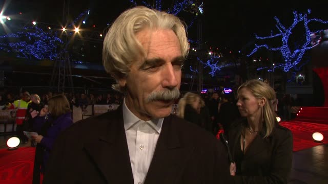 vídeos y material grabado en eventos de stock de sam elliott on working on a comedy, and on his trademark hair at the 'did you hear about the morgans?' premiere at new york ny. - sam elliott