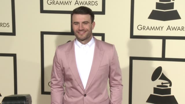 stockvideo's en b-roll-footage met sam hunt at 58th annual grammy awards® arrivals at staples center on february 15 2016 in los angeles california - 58e grammy awards