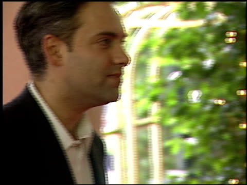 sam mendes at the 2000 bfca critics' choice awards at the beverly hilton in beverly hills california on january 24 2000 - sam mendes stock videos & royalty-free footage