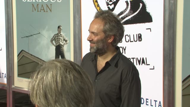 sam mendes at the 'a serious man' new york premiere at new york ny. - sam mendes stock videos & royalty-free footage
