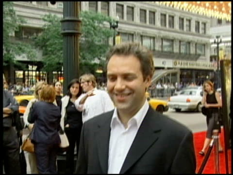 sam mendes at the 'road to perdition' chicago premiere on september 25, 2002. - sam mendes stock videos & royalty-free footage
