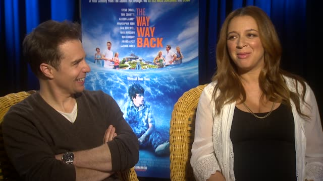 """sam rockwell and maya rudolph on memories of their awkward teenage years at """"the way, way back"""" los angeles press junket interview - sam rockwell and... - maya rudolph video stock e b–roll"""