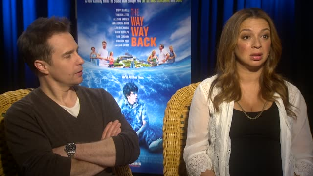 """sam rockwell and maya rudolph on their thoughts on water parks at """"the way, way back"""" los angeles press junket interview - sam rockwell and maya... - maya rudolph video stock e b–roll"""