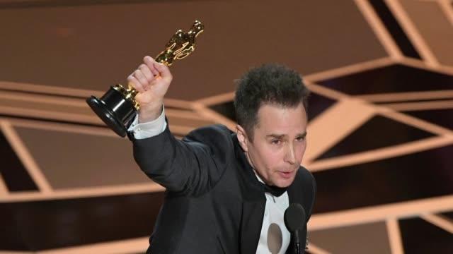 Sam Rockwell gano el domingo el Oscar a mejor actor de reparto por su aclamado papel de un policia racista y violento en el drama Tres anuncios por...