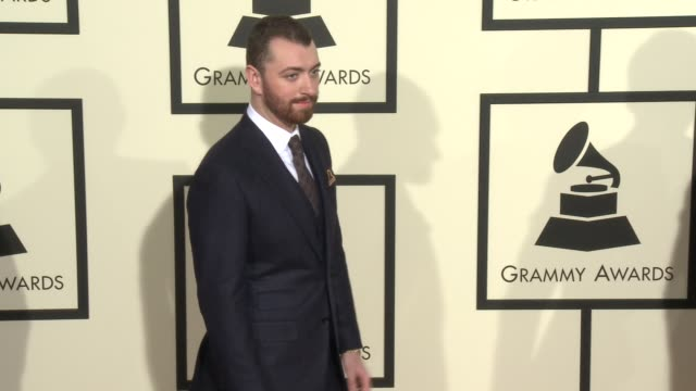 stockvideo's en b-roll-footage met sam smith at the 58th annual grammy awards® arrivals at staples center on february 15 2016 in los angeles california - 58e grammy awards
