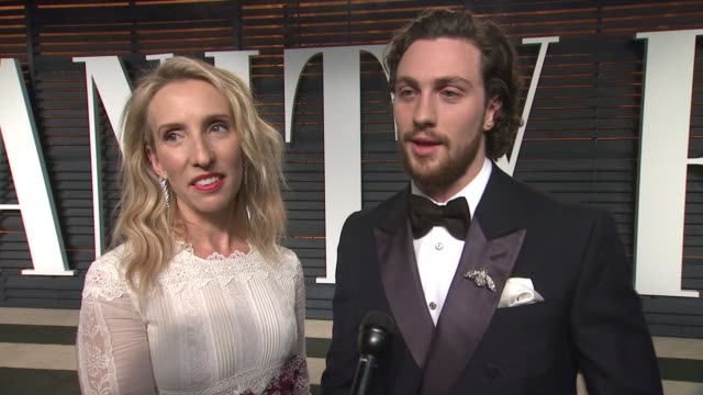 vídeos y material grabado en eventos de stock de interview sam taylorjohnson and aaron taylorjohnson at the 2015 vanity fair oscar party hosted by graydon carter at wallis annenberg center for the... - vanity fair oscar party