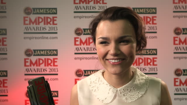 vídeos y material grabado en eventos de stock de interview samantha barks on winning the award being nervous about it at the jameson empire awards winners press conference at the grosvenor house... - hotel grosvenor house londres