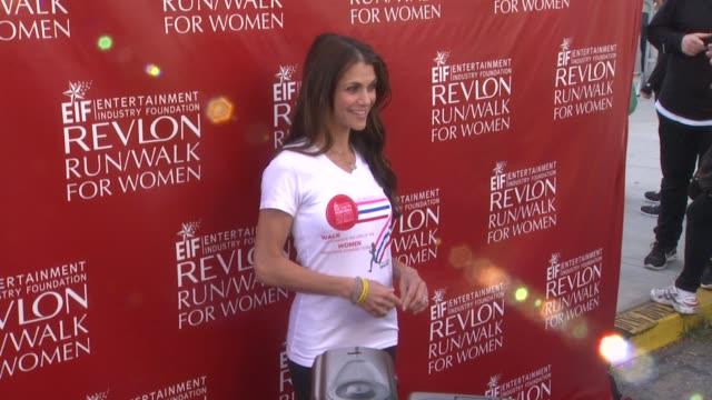 samantha harris at 21st annual eif revlon run walk for women in los angeles, ca 5/10/14 - レブロン点の映像素材/bロール