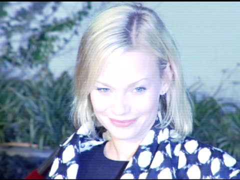 samantha mathis at the 'aeon flux' los angeles premiere at the cinerama dome at arclight cinemas in hollywood, california on december 1, 2005. - samantha mathis点の映像素材/bロール