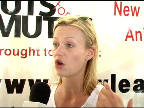 samantha mathis on starting the nuts for mutts event at the 4th annual nuts for mutts event at pierce college in woodland hills, california on april... - samantha mathis点の映像素材/bロール