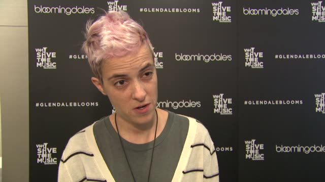 interview samantha ronson on her favorite christmas gift at bloomingdale's celebrates glendale opening to benefit vh1 save the music foundation... - vh1 bildbanksvideor och videomaterial från bakom kulisserna