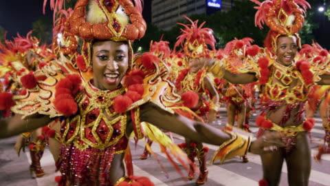 ms samba dancers at rio carnival / rio de janeiro, brazil - rio de janeiro bildbanksvideor och videomaterial från bakom kulisserna