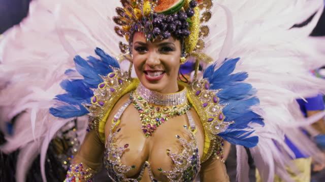 slo mo, ms samba dancers at rio carnival / rio de janeiro, brazil - künstlich stock-videos und b-roll-filmmaterial