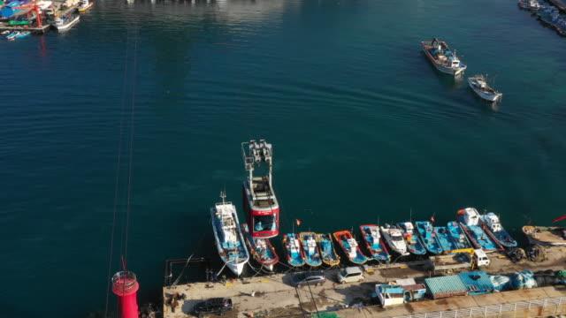 vídeos de stock e filmes b-roll de samcheok marine cable car and fishing boats / samcheok-si, gangwon-do, south korea - linha do elétrico