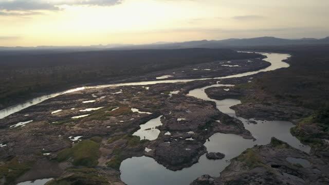samphan bok (3000 bok) grand canyon of thailand. ubonrachatani. - mekong delta stock videos & royalty-free footage