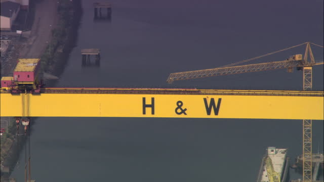 samson and goliath cranes at h&w shipyard, belfast - belfast stock videos & royalty-free footage