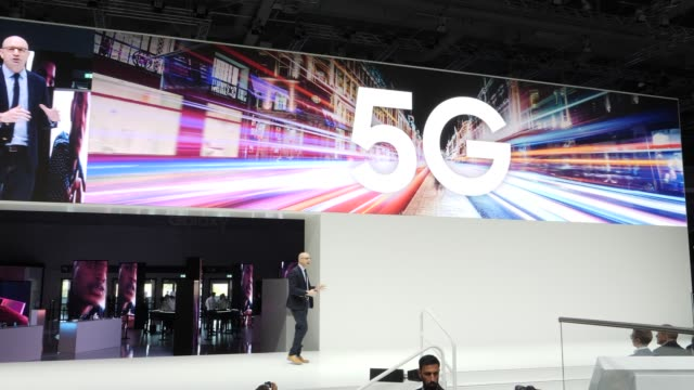 samsung announces 5g compatible products at the samsung press conference at the 2019 ifa home electronics and appliances trade fair on september 05... - handelsmesse stock-videos und b-roll-filmmaterial