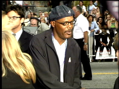 samuel l jackson at the 'charlie's angels: full throttle' premiere at grauman's chinese theatre in hollywood, california on june 18, 2003. - マン・シアターズ点の映像素材/bロール
