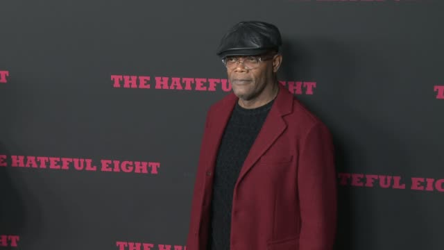 """samuel l. jackson at """"the hateful eight"""" world premiere at arclight cinemas on december 07, 2015 in hollywood, california. - arclight cinemas hollywood stock-videos und b-roll-filmmaterial"""
