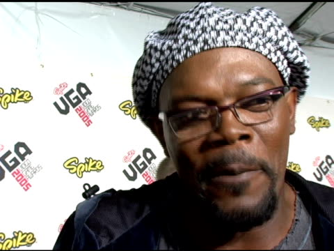 samuel l jackson on what video games he likes and on his upcoming projects at the spike tv video game awards at the gibson amphitheatre in los... - gibson amphitheatre stock-videos und b-roll-filmmaterial