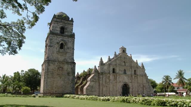 san agustin church, paoay, philippines - unesco welterbestätte stock-videos und b-roll-filmmaterial