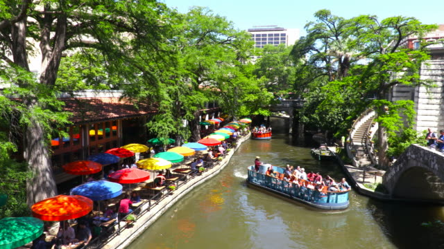 vídeos de stock, filmes e b-roll de san antonio river walk - texas