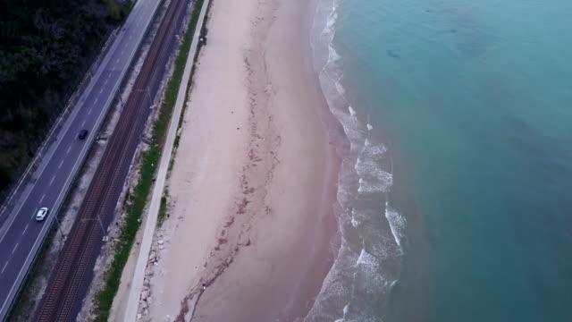 costa della spiaggia di san in italia - railway track video stock e b–roll