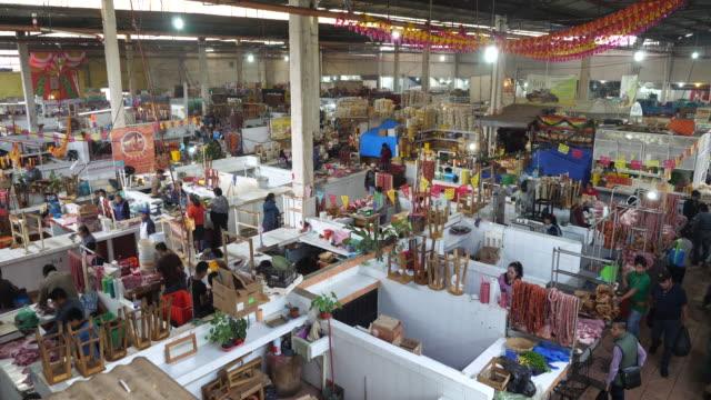 san cristóbal de las casas, a general view of the city's market. - サントドミンゴ点の映像素材/bロール