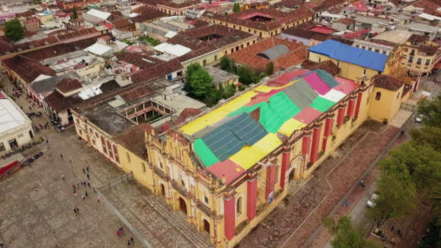 stockvideo's en b-roll-footage met san cristobal de las casas cathedral aerial video - city of neighbors: give once for all film title
