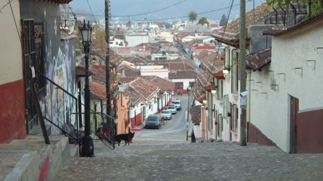 san cristobal de las casas iconic image. steep village street in a colonial-style neighborhood, mexico - steep stock videos & royalty-free footage