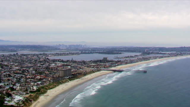 san diego, ca, u.s. - aerial view of empty pacific beach during covid-19 pandemic. this is a relaxed neighborhood, popular with sunbathers and... - san diego stock videos & royalty-free footage