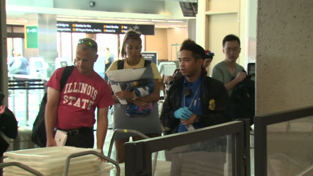 kswb san diego ca us passengers at tsa security checkpoint at san diego airport on monday august 5 2019 - flugpassagier stock-videos und b-roll-filmmaterial