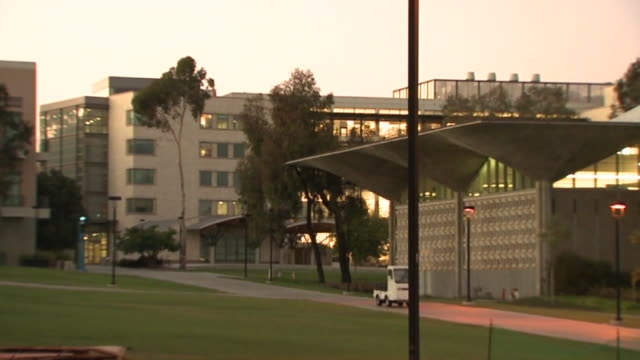 san diego, ca, u.s. - university of california san diego campus and buildings on tuesday, september 29, 2020. - san diego stock-videos und b-roll-filmmaterial