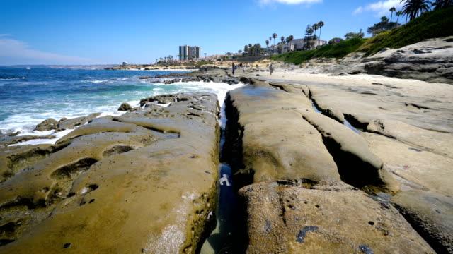 san diego california cracks und tide pools - gezeitentümpel stock-videos und b-roll-filmmaterial