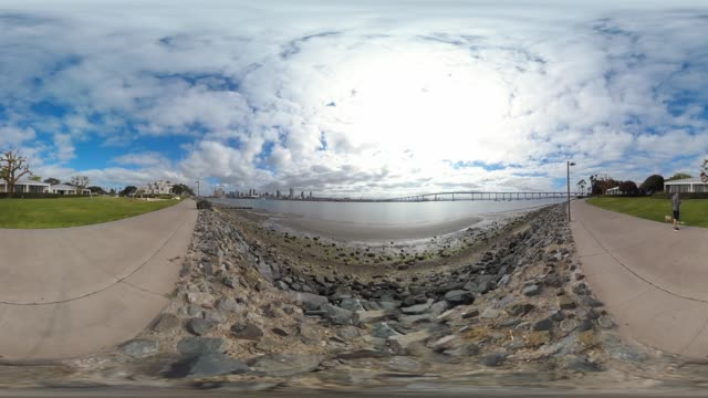 vídeos de stock e filmes b-roll de san diego california usa city downtown skyline - uss midway