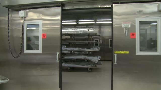 stockvideo's en b-roll-footage met san diego county medical examiner's office. - lijkschouwer