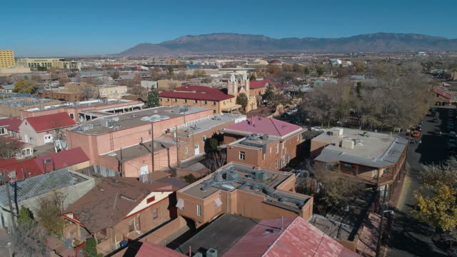 san felipe de neri church - the oldest catholic church in albuquerque, new mexico, usa, in the sunny winter day. aerial drone video with the backward camera motion. - southwest usa video stock e b–roll