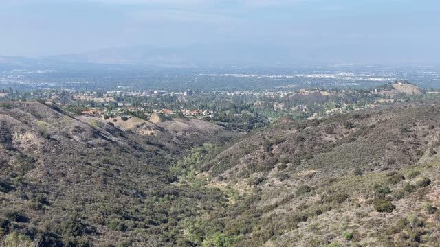 skyline von san fernando valley - hill stock-videos und b-roll-filmmaterial