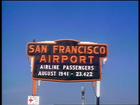 "1941 san francisco aiport sign: ""airline passengers august 1941 -- 23,422"" / amateur industrial - 1940~1949年点の映像素材/bロール"