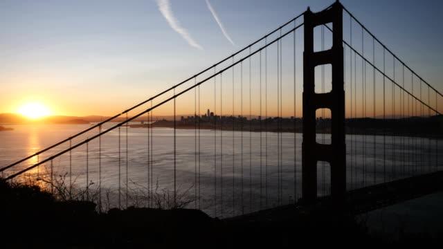 De baai van San Francisco bij zonsopgang