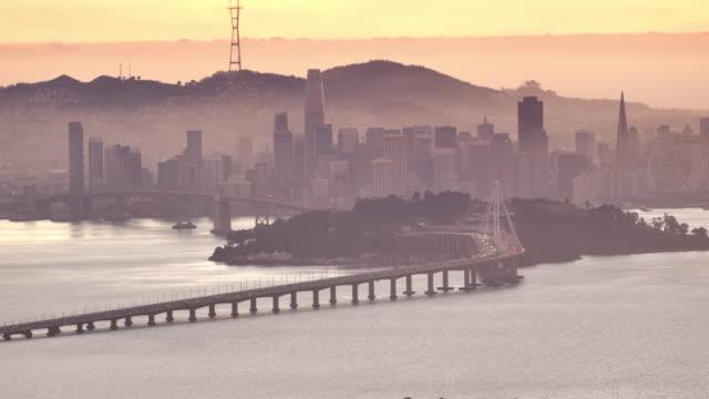 stockvideo's en b-roll-footage met san francisco bay, ca zonsondergang: uitzicht vanaf oakland - veerbootgebouw